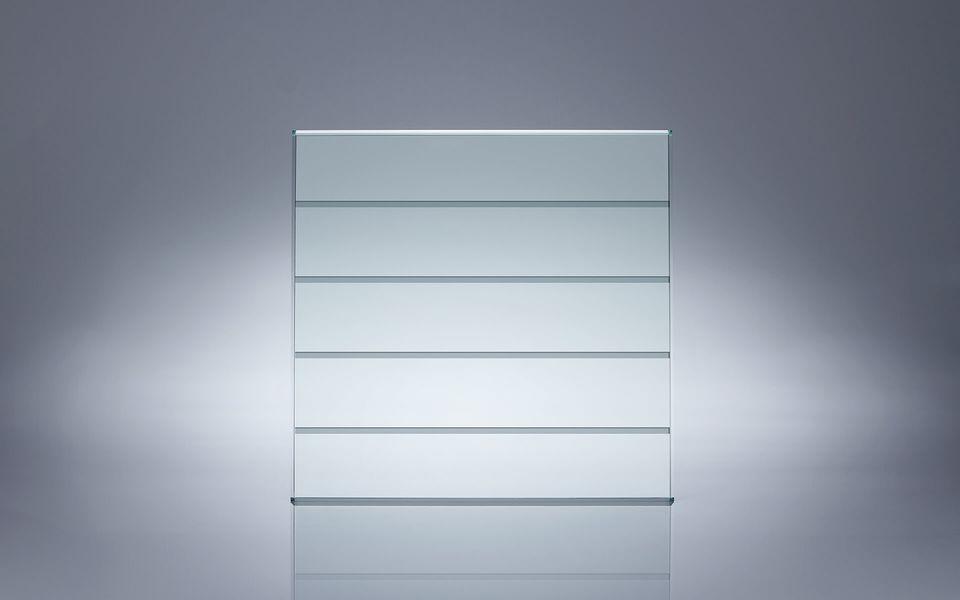 Wind- und Sichtschutz Davento von Glassline - Glasbeispiel dünne Streifen