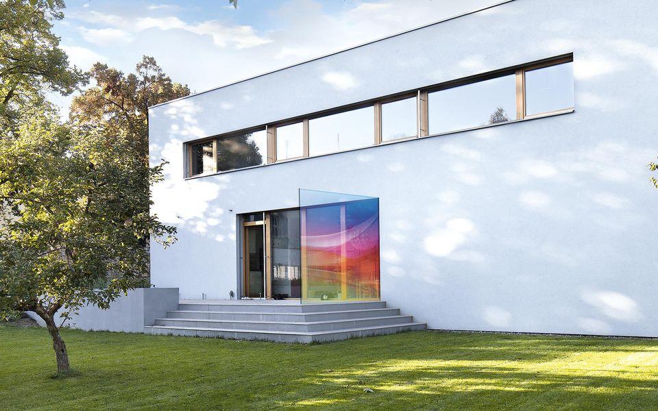 Wind- und Sichtschutz Davento von Glassline - Glasbeispiel Terrasse bunt