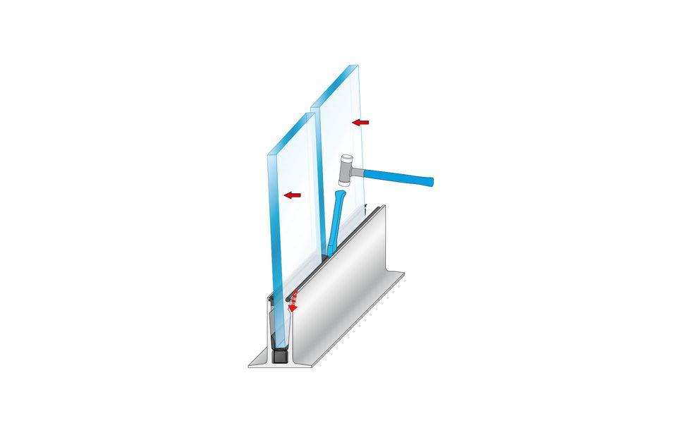 Wind- und Sichtschutz Davento von Glassline - Einschlagen des Klemmstabs