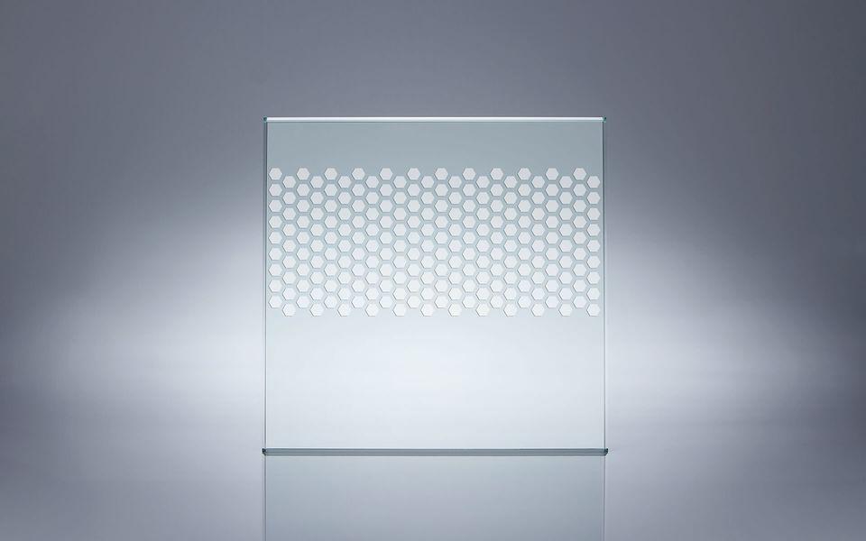 Wind- und Sichtschutz Davento von Glassline - Glasbeispiel Wabenmuster