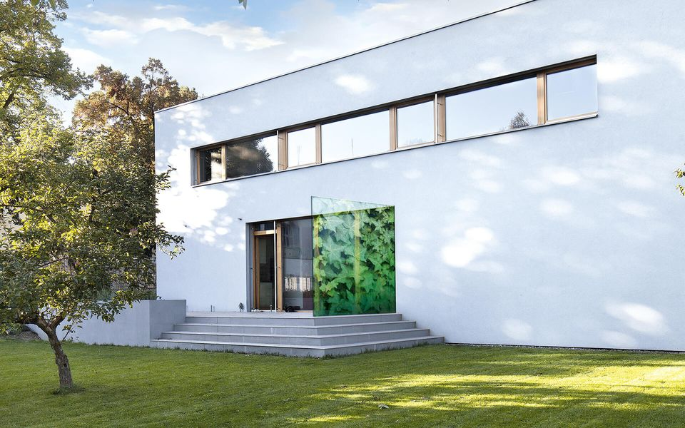 Wind- und Sichtschutz Davento von Glassline - Glasbeispiel Terrasse Blattmuster