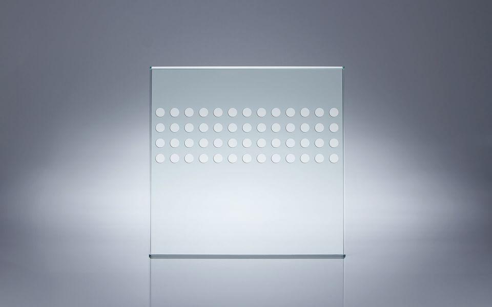 Wind- und Sichtschutz Davento von Glassline - Glasbeispiel Punkte